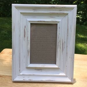 Other - Like New- 4x6 eggshell colored rustic frame